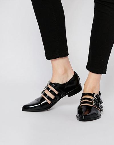 womens-fashion-photography-black-buckles