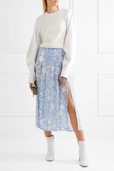 womens-fashion-outfit-blue-white-prints