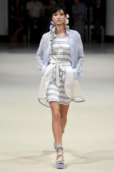 womens-fashion-ootd-blue-white-stripes