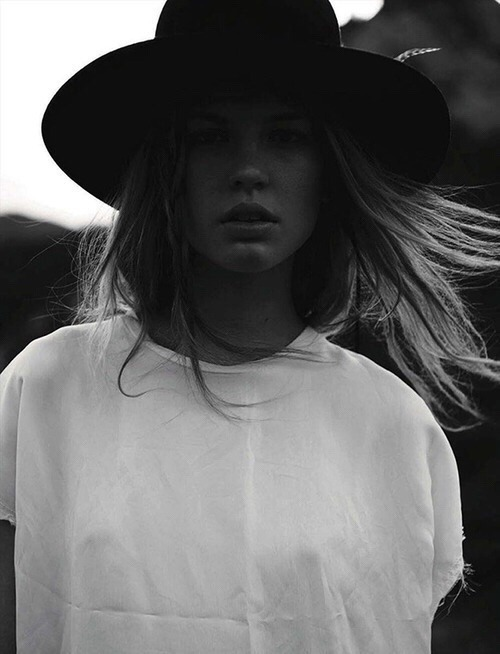 womens-fashion-photography-fedora-hats-black-and-white