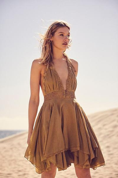 womens-style-inspiration-brown-hippie-ruffles