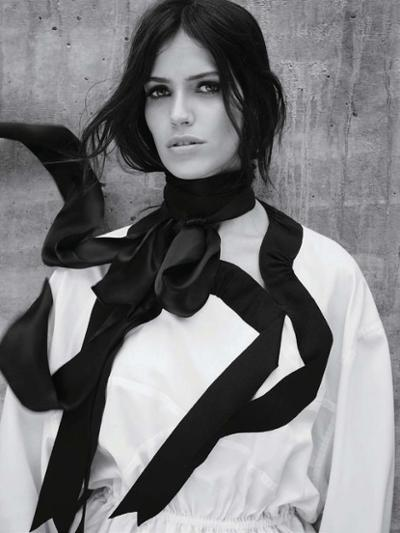 womens-fashion-photography-huge-scarves-black-and-white