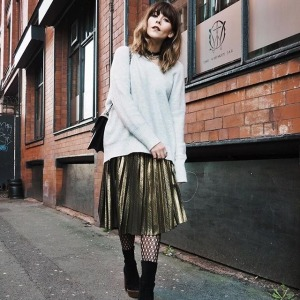 womens-fashion-outfit-gold-pleats-long-skirts