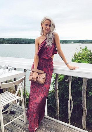 womens-fashion-photography-pink-long-skirts