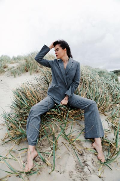 womens-fashion-inspiration-grey-masculine
