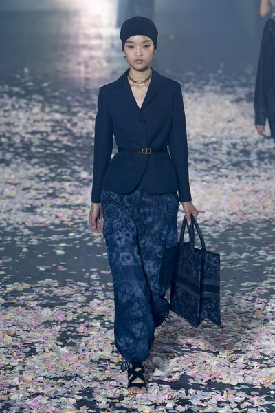 womens-fashion-look-navy-one-color