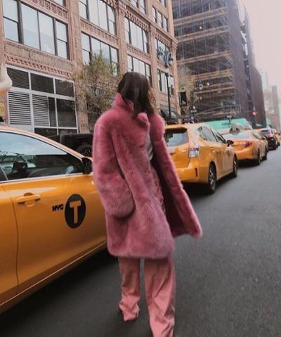 womens-fashion-outfit-pink-fur